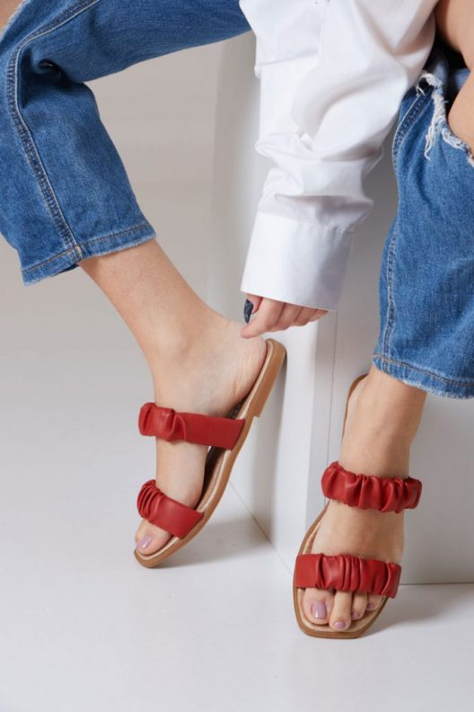 Raven Flats - Red